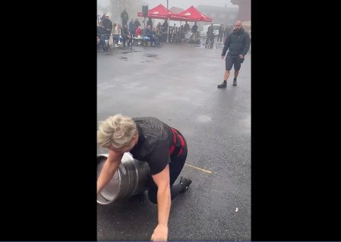 COMEBACK: Under siste øvelse gikk det galt for Linda Gausland. Hun var en av åtte deltakere som representerte Gymmen under helgas NM.