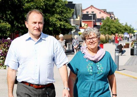 TAR DET ROLIG: Hans Erik Utne og Inger Christensen skal delta når Jimmy Vikas maratonstunt kommer til Holmestrand.