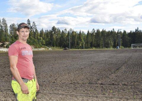 Leier bane: Kroken skal spille hjemmekampene sine på Kolbånn fram til neste høst. Imens skal gresset spire på banen bak Jostein Nesland.