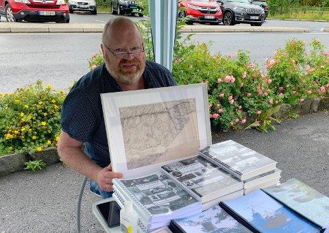 POPULÆRE: Per Stian Kjendal opplever stor etterspørsel for de gamle kartene.