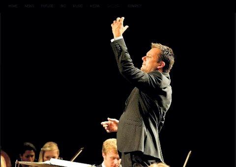 DIRGENTEN: Peter Szilvay er prisbelønt og har ledet store orkestre. Han er dirigent i Kongsberg kirke under Glogerfestspillenes avslutningskonsert.