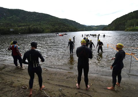 AVLYST: Årets utgave av Nore og Uvdal triatlon er avlyst. Dermed må de som vil prøve seg styrkeprøven, som innledes med svømming i Norefjorden vente til neste år. FOTO: OLE JOHN HOSTVEDT