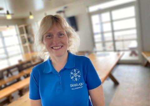 Engelske Alison Barrell (51) tok over som driver av Killingdalen skistugu i november 2020 - Bildet er tatt i påsken 2021 - mars.