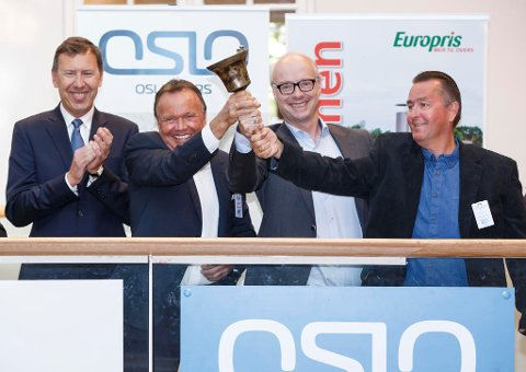 BØRSJUBEL. Styreleder i Europris, Tom Vidar Rygh (t.v.) , gründer Wiggo Erichsen, konsernsjef Pål Wibe og gründer Terje Høili da selskapet ble børsnotert for halvannet år siden.