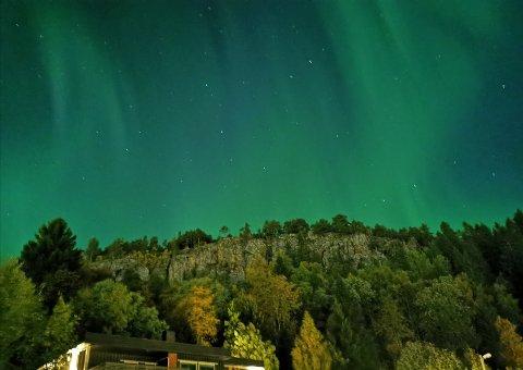 PERFEKTE FORHOLD: Det har vært gode forhold for nordlys flere kvelder i Namdalen, og i dag ventes det perfekte forhold. Dette bildet ble tatt klokka 01.30 i Namsos natt til tirsdag.
