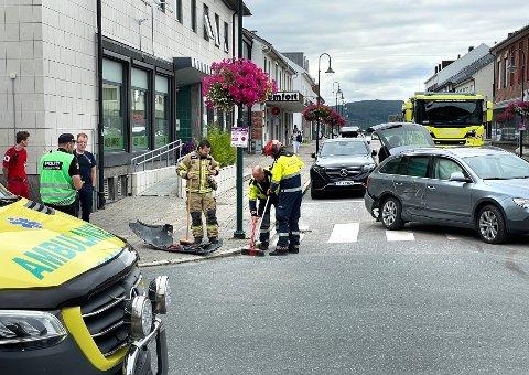 ULYKKE: Tre biler var involvert i en trafikkulykke i Namsos sentrum tirsdag. Politiet melder at det ikke har oppstått personskade.