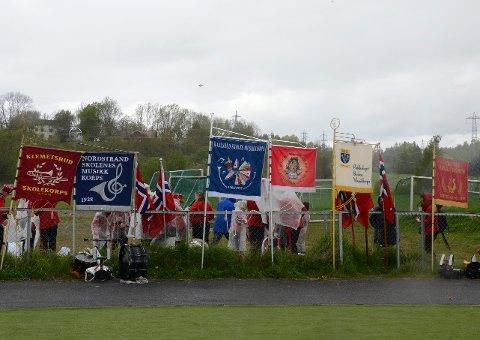MUSIKKORPS: Her kan du sjekke om din lokale skole skal gå i byen, og i hvilken rekkefølge. Dette bildet av lokale korpsfaner er tatt på et korpsstevne på Abildsø i 2015.