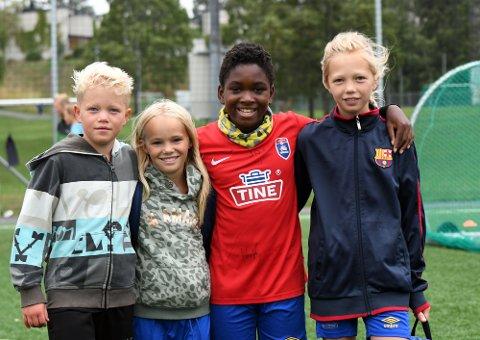 FEIRET KLUBBEN SIN: Isak Kramer Hynne, Helle Raddum Thomsen, David Skjelland og Inez Kramer Hynne koste seg på 60-års festen til Bøler IF.