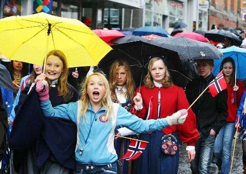 ATTER EN 17. MAI: Regnvær på Grunnlovsdagen er ikke en ny opplevelse for folket i Troms.