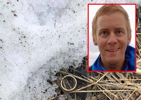 GOD GJERNING: Trond Marius Olsen skapte stor glede hos eieren da han fant den tapte gifteringen etter snøsmeltingen i Tromsø.