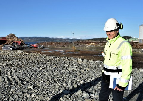 FIBORGTANGEN: Fabrikksjef Bjørn Einar Ugedal på næringsarealet ved Norske Skog Skogn, der de nå er nærme å lande etablering av aktør.