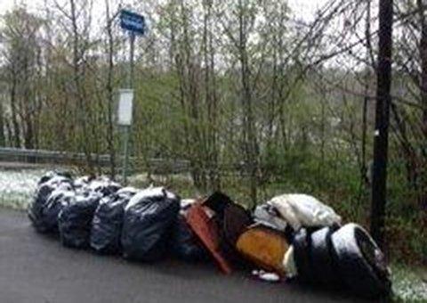 TRIST SYN: Innsenderen måtte bare ta bildet for å dokumentere forsøplingen.