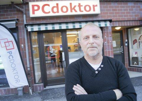 KOM SEG GJENNOM: Børre Johansen startet PC Doktor i en leilighet på Hebekk i Ski for 16 år siden. Bedriften har nå stabil drift og holder til i Næss-bygget i Ski.