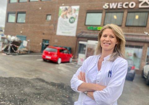 NY KLINIKK: Overlege og lungespesialist Øyvor Mathisen Grotli har bodd i Ski i mange år. Nå har hun åpnet egen lungeklinikk i Stasjonsbyen.