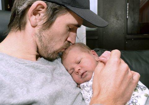 GOD KONTAKT: Marius Gjerdrum (31) fra Våler er nå blitt pappa for andre gang. – For meg har det vært en selvfølge å være med på begge fødslene, sier han.