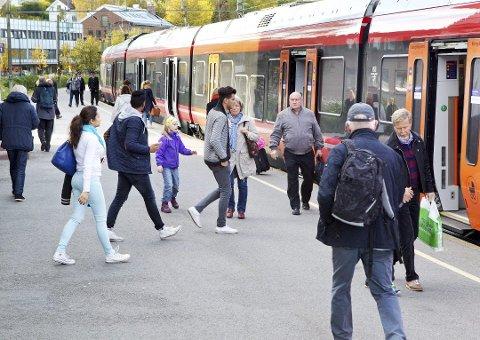 INGEN DOBBELTSPOR: Det blir ikke dobbeltspor opp til Hamar før 2026.