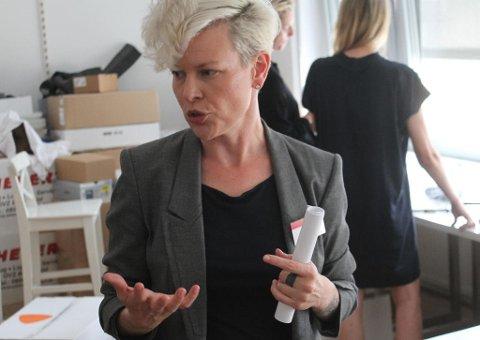 ZALANDO-TOPP: Stacia Carr er sjef for sizing, eller størrelser, i Zalando, en viktig jobb i en motebutikk på nett, hvor du har ingen mulighet til å prøve klærne før du kjøper dem. Foto: Halvor Ripegutu