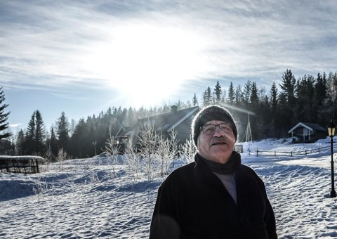 PÅSKESTEMNING: Vårprofet Svein Sparby har fine dager i påskelignende vær. – Men det er for tidlig og ender nok med baksmell, sier han.