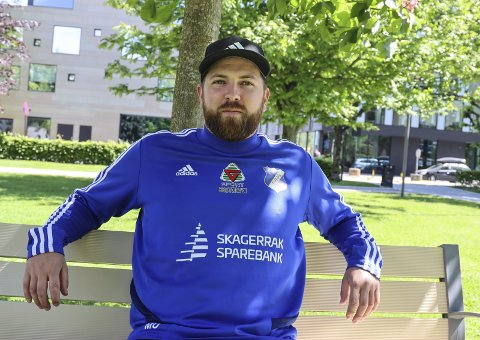 Stathelle-trener Mats Usterud er stolt av jobben Stathelle har lagt ned med jentefotballen, og av jentene som jobber hardt for å lykkes.