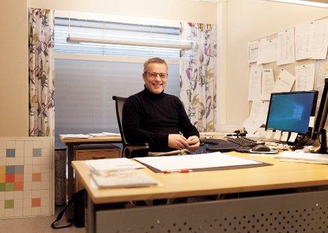 POSITIV: Morten Vedahl, skolesjef i Rakkestad, ser fram til at både elever og ansatte begynner å komme tilbake.