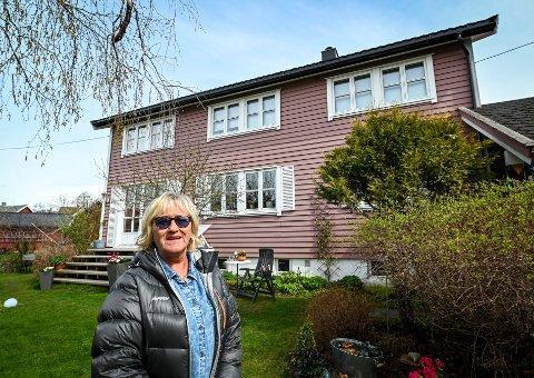 Grete Dragland Soleglad har hatt denne fargen på huset i nesten 30 år.