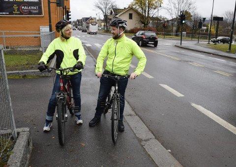 Sølvi Bergerud og Magnus Langstrand har forventninger til at Hønefoss skal bli sykkelby. Dette støtter forfatterne av dette leserinnlegget.