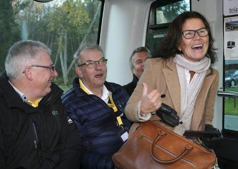 SMALLTALK:  Trude Berg Hauge i ivrig «smalltalk» med Runar Johansen.
