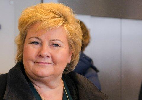 KOMMER: Statsminister Erna Solberg vil se hvordan Flir på Eggemoen bygger verdens minste drone, som brukes av 30 NATO-land.