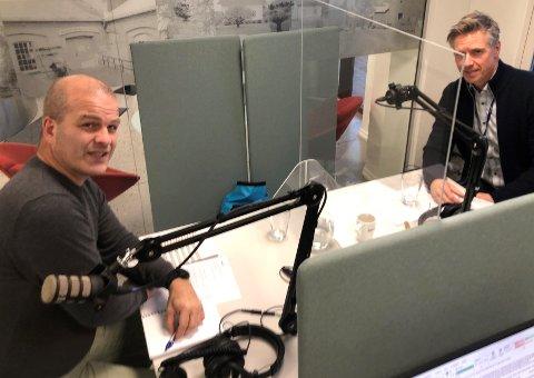 STORT PROSJEKT: Journalist Knut Andreas Ramsrud i Ringerikes Blad spør ut prosjektdirektør Morten Klokkersveen i Bane Nor.