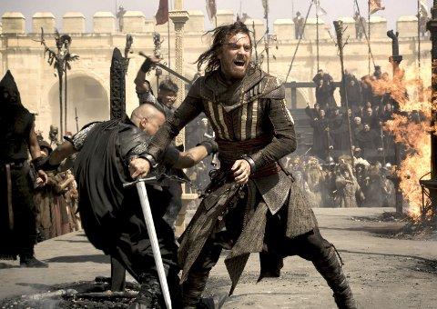 HUFF DA, Fassbender: Michael Fassbender, en av de mest interessante skuespillerne som hever lønnsslipp i Hollywood, spiller snikmorder i «Assassin's Creed». Mest av alt tar han livet av eget navn og rykte. FOTO: Twentieth Century Fox Norway