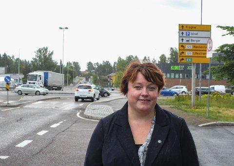 Utålmodige innbyggere: Folk på Skedsmokorset er utålmodige når det gjelder trafikksituasjonen og Margrethe Reusch (V) spør nå rådmannen hvor det har blitt av trafikkutredningen som skulle vært utført i vår. Foto: Rune Fjellvang