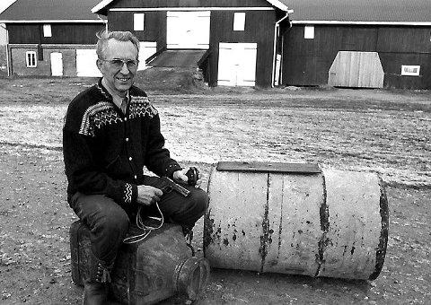 Erland Asdahl, bonde og senere stortingsrepresentant, var medlem av Milorg og grov ned en tønne med våpen på tunet på Fossum gård i krigens siste år.