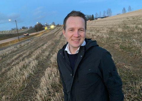 FORTSATT HÅP: tvikler Filip Rygg sier at det vil være uheldig om utbyggingen av Melvoldjordet på Frogner blir utsatt og en katastrofe hvis planene ikke kan gjennomføres.