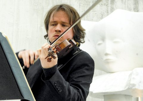 Maestro: Henning Kraggerud fra en tidligere opptreden blant Knut Steens forsteinede lyttere. Foto: Flemming Hofmn Tveitan