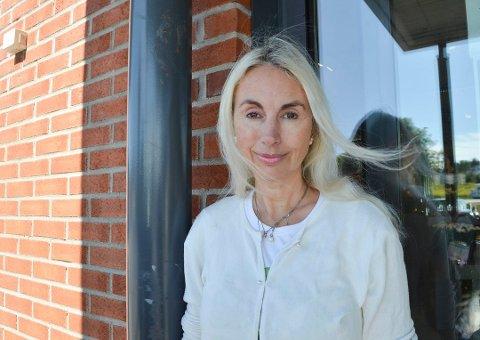 FULLT: Leder i Dyrebeskyttelsen i Sandefjord og Larvik, Beate Louise Scharning, forteller om fulle bur i Miabua.