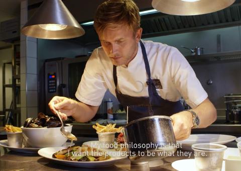 BEST: Videoen av Geir Skeie som lager mat på restauranten sin, Brygga 11, er en del av kampanjen som har vunnet gull.