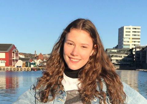 SAVNER HVERDAGEN: Mari Tomren Malmberg (15) ser fram  til at hverdagen kommer tilbake igjen, med vanlig skole og danseøvelser til «Ronja Røverdatter»-oppsetningen.