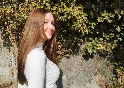 SANGGLAD: Sara Marie Tveit (14) synger hver eneste dag, gjerne for full hals. – Det hender brødrene mine blir litt lei av all syngingen min, sier hun lattermildt.