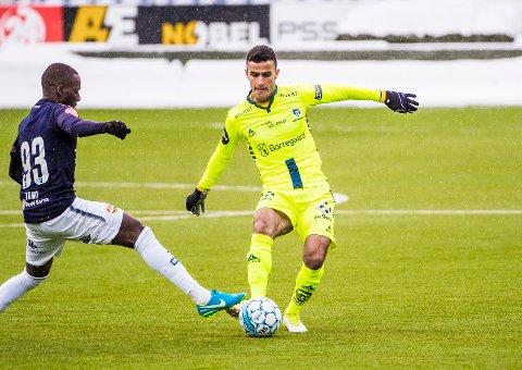 Fra start: Harmeet Singh er en av de fire nykomlingene fra siste sesong som starter mot Stabæk. Her er han i kamp med Strømsgodsets Tokmac Chol Nguen (93).