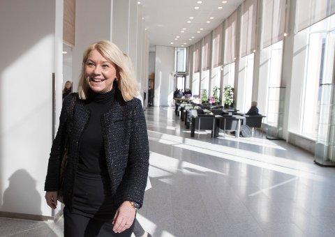 Regjeringens mål er å opprettholde grunnleggende tjenester av god kvalitet i hele landet, sier kommunalminister Monica Mæland (H).