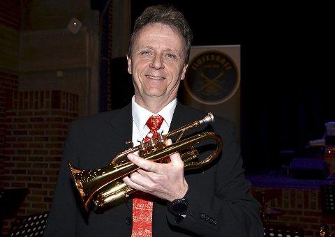 STOLT: Hovedarrangør og leder i Slusebrass Per Øivind Krog med sin B-kornett var veldig stolt over oppslutningen fra alle de musikkinteresserte i bygda som gjorde vårkonserten mulig.