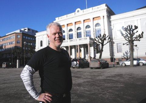 VIL GJENOPPRETTE: - Tillit er vesentlig i politikken. Vi politikere kan betale Odd-regninga sjøl, sier Rune Mathisen i Rødt i Skien.