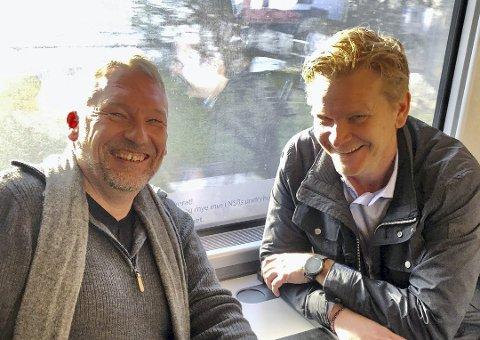 FRI TILGANG: Alle våre abonnenter får nå fri tilgang til de fleste lokalavisene. Her er sjefredaktør Ove Mellingen og direktør Jan Arild Tveten i Telemarksavisa.