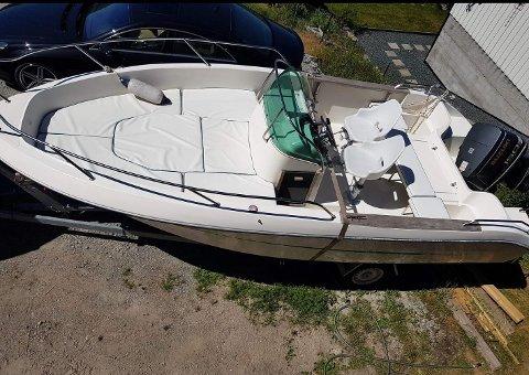 SPESIELL: Det finnes bare én av denne båttypen i Norge. Den er stjålet og sist observert i Mossedistriktet.