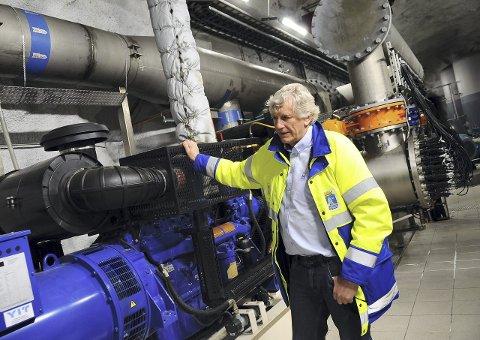 Anleggene er automatisert og driftsovervåket. Svikter strømtilførselen kobler strømaggregatet som er dieseldrevet seg inn.