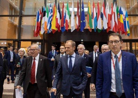 EUs stats- og regjeringssjefer stiller seg bak brexitavtalen som ble klar bare timer før toppmøtet. Nå er det opp til det britiske Parlamentet å si ja.