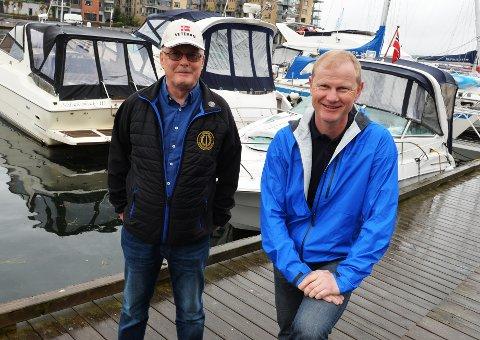 Knut Erik Jørgensen og Elend Larsen ønsker velkommen til veterantur til Bolæren.  Foto: Per Gilding