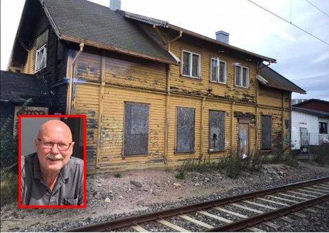 FALLEFERDIG: Slik ser Sem stasjon ut i dag. Det var dette bildet som fikk følelsene i sving hos Atle Midtgård. – Det er en skam for hele jernbanenorge at vi har slike stasjonsbygg, mener han.