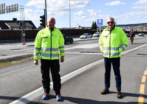 BORT: Øivind Jacobsen (t.v.) og Finn Erling Berg i NAF Tønsberg og omegn ber fylkeskommunen om å fjerne 2+.