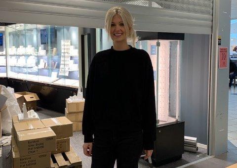 FORNØYD: Vilde Henriksen (28) er den nye butikksjefen på Bjørklund.